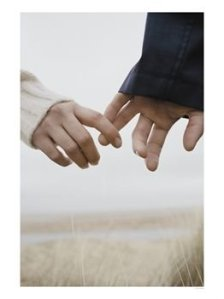 couple-holding-hands-photographic-p